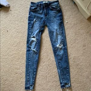 Ripped skinny jeans size 0/23